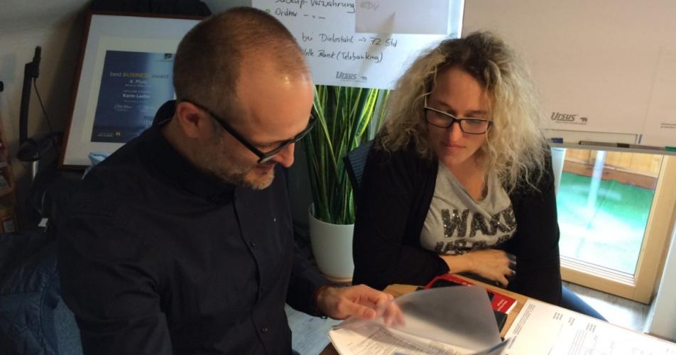 Datenschutz in der Hausverwaltung: Karin Ladler und Datenschutzbeauftragter Manuel Schmöllerl