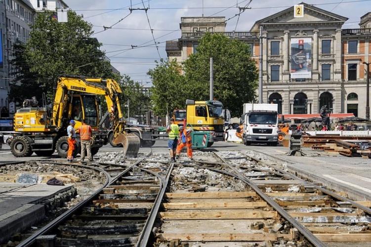 Baulärm: Baustelle, Straßenbahn, Bagger